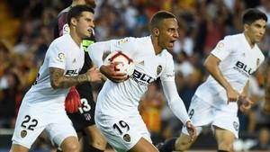 El Valencia quiere remontar el vuelo ante su afición