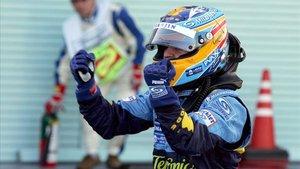 Alonso celebrando su triunfo en Suzuka 2006