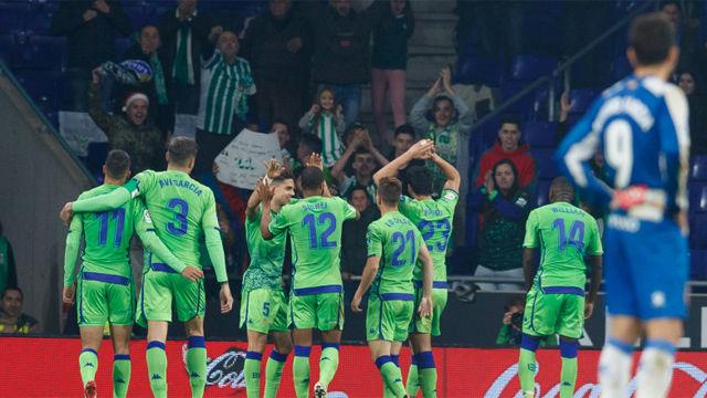 El Betis remonta en Cornellà y el Espanyol suma cinco derrotas consecutivas