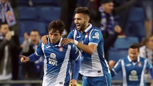 Granero, felicitado por Marc Navarro, evitó el desastre ante el Villarreal