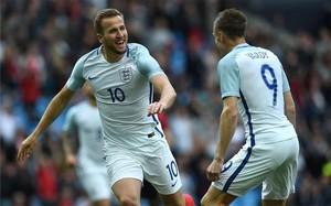 Harry Kane, celebrando su gol con Vardy