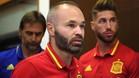 Iniesta compareció ante la prensa junto a Ramos y Lopetegui