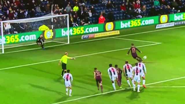 Intentó imitar a Messi y acabó lanzando el peor penalti del siglo