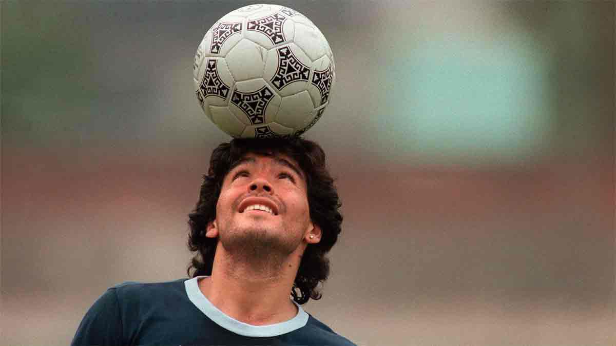 Las jugadas más históricas de Maradona