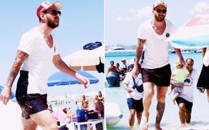 Leo Messi, este lunes llegando a Ibiza junto a su familia