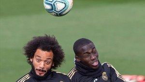 Marcelo y Zidane pugnan por una misma plaza