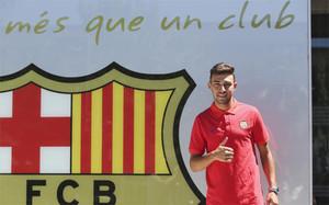 Munir El Haddadi, en las oficinas del FC Barcelona tras firmar su renovación