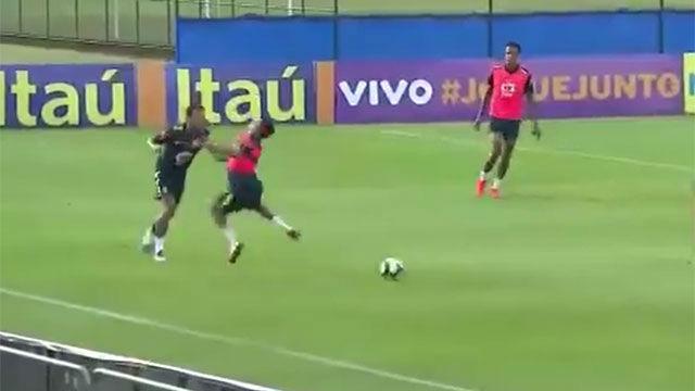 Neymar tomó de su propia medicina... y no le gustó nada. Así fue su contundente reacción al caño de un juvenil