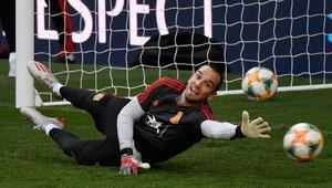 Pau López debuta con España