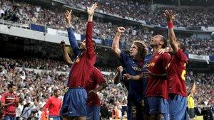 Piqué celebra el 2-6 que marcó en el Bernabéu