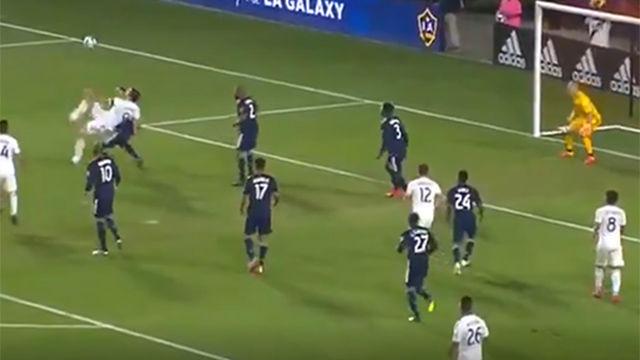 ¡Qué escándalo de chilena! Ibrahimovic sigue haciendo de las suyas en la MLS