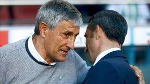 Quique Setién conversa con Ernesto Valverde antes de dar la campanada en el Camp Nou
