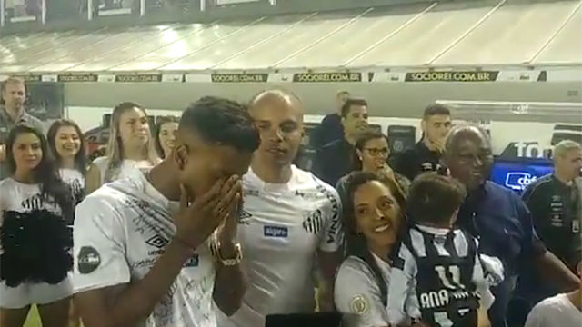 Rodrygo se despide entre lágrimas de la afición del Santos