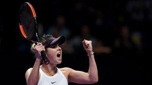 Svitolina celebra la victoria en su primer partido de las Finales WTA