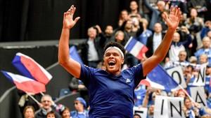 Tsonga celebra el triunfo de Francia en semifinales de la Davis