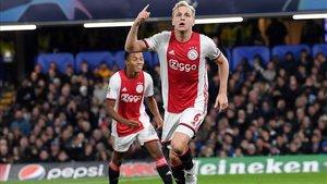 Van de Beek se ha erigido en uno de los centrocampista con mayor pegada