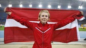 xortunoineta radevica of latvia holdes her national flag 190510160723