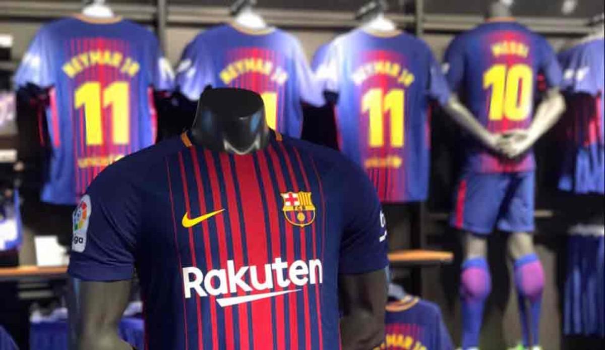 La camiseta del FC Barcelona 2017   2018 ya está a la venta 71c36cd295463