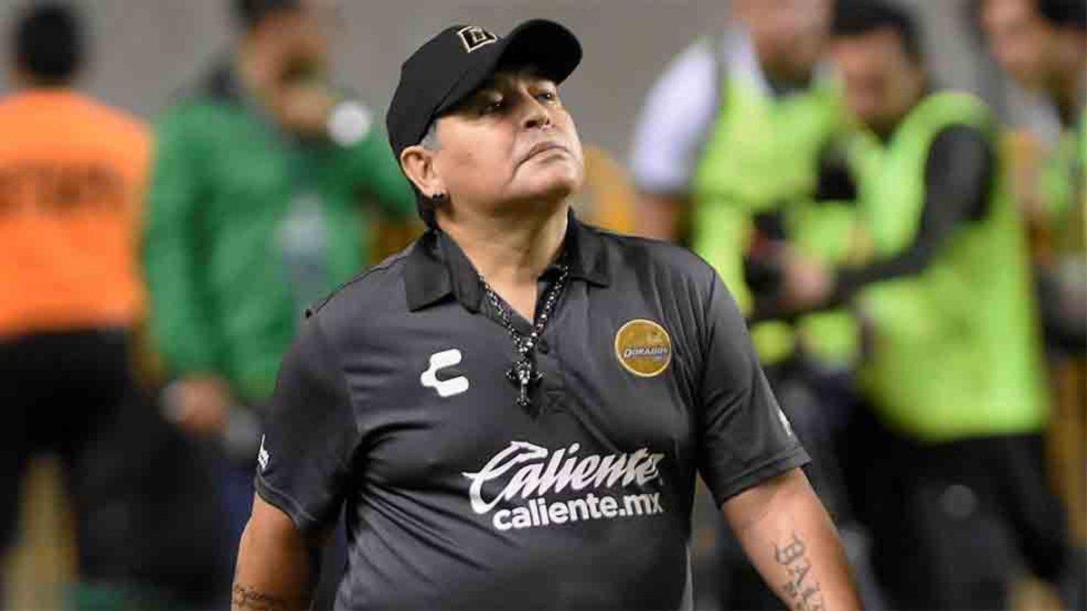 Maradona quiere meterse en el cuerpo de uno de sus jugadores c069d758941fe