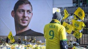 Aficionados rinden tributo a Sala en el estadio del Nantes