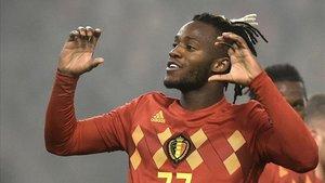 Batshuayi celebrando sus goles