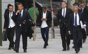 El fichaje de Neymar, envuelto en la polémica desde el principio
