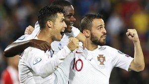 Los jugadores de Portugal celebrando el triunfo ante Serbia