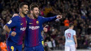 Luis Suárez y Messi celebrando uno de los goles del argentino
