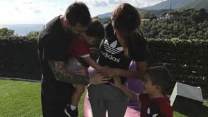 Messi y su familia esperan la llegada de Ciro