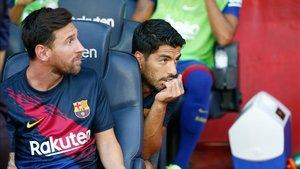 Messi y Suárez empezaron el Gamper desde el banquillo
