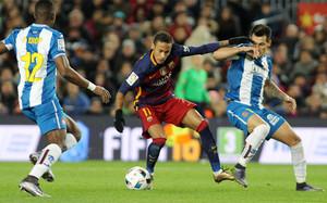 Neymar, en una acción del derbi de este miércoles en el Camp Nou