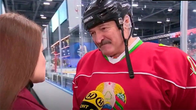 El presidente de Bielorrusia juega al hockey hielo en plena crisis del coronavirus: Es mejor morir de pie que vivir de rodillas