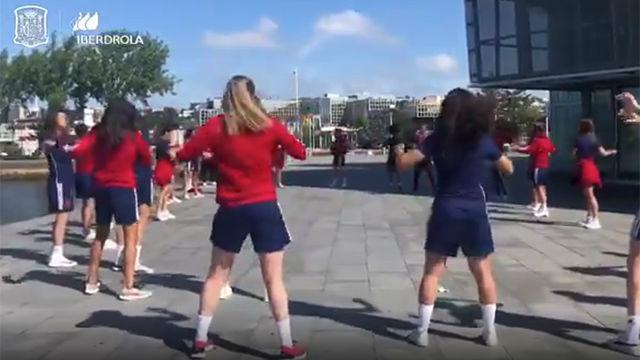 La selección femenina entrena al aire libre antes de su trascendental choque ante China