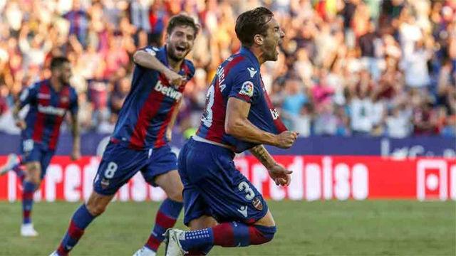 Toño marcó su primer gol como futbolista profesional y dio la victoria al Levante