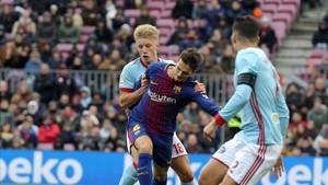 Wass persigue a Denis Suárez durante el reciente empate del Celta ante el Barça (2-2) en el Camp Nou