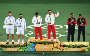 afabreguesgold medallists spain s marc lopez 3rd l and spa160813031652