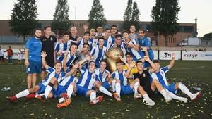 La alegría del equipo Juvenil del RCD Espanyol después de ganar la final de The Cup