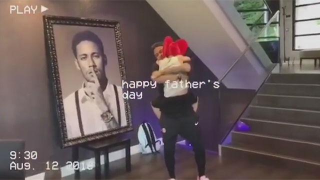 Así sorprendió el hijo de Neymar a su padre
