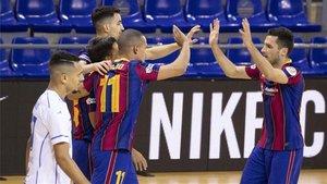 El Barça celebra un gol en el partido que acabó empatando ante el O Parrulo