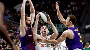 El Barça se impuso en un polémico final