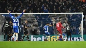 El Brighton pasó con un gol polémico