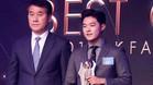 El hermano del jugador, Seung Joon Lee, recogió el trofeo