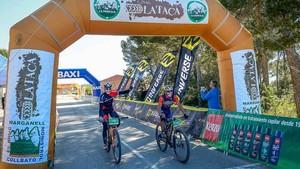 Israel Núñez y Joaquim Purito Rodríguez, cruzan juntos la línea de llegada