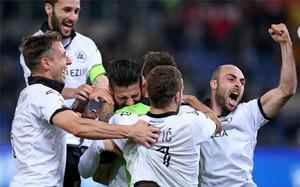 Los jugadores de la Spezia celebran el pase a cuartos de final de la Coppa Italia