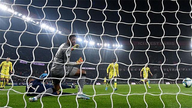 Mbappé sigue a lo suyo: ¡Golazo inverosímil de tacón!