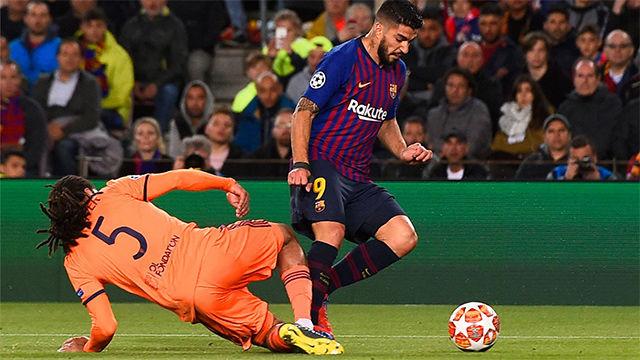 Messi marcó a lo Panenka un polémico penalti