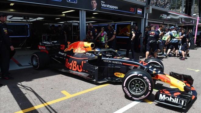 Cara y Cruz para RedBull: Verstappen la lía, Ricciardo, primero