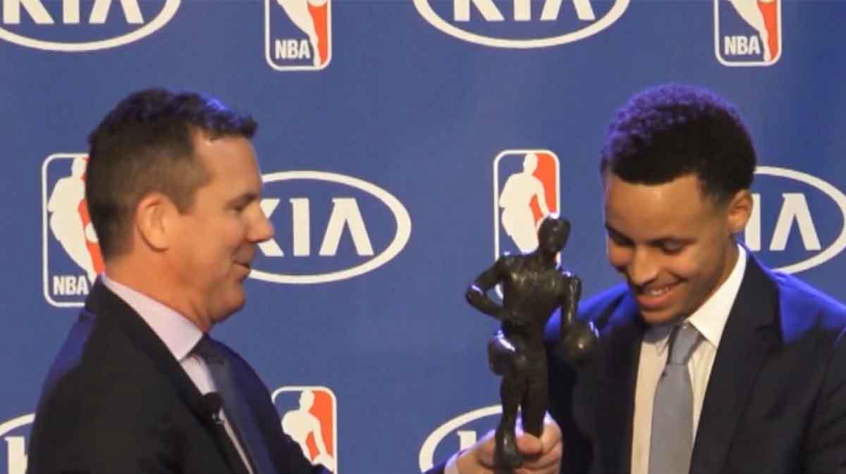 Tal Día Como Hoy - Steph Curry consigue su primer MVP