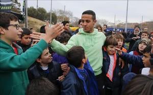 Thiago, con los niños de su torneo