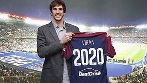 Viran Morros ya posa con la camiseta del PSG